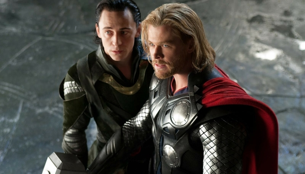 thor armor loki chris hemsworth tom hiddleston thor movie 1600x917 wallpaper_www.wallpaperswa.com_88