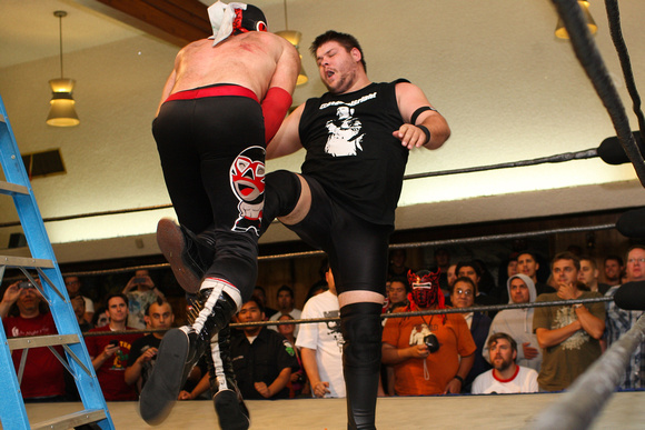 Hatred springs eternal with El Generico and Kevin Steen. (Source: Devin Chen Photography)