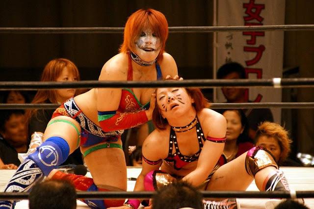 Kana humiliates Arisa Nakajima. (Source)