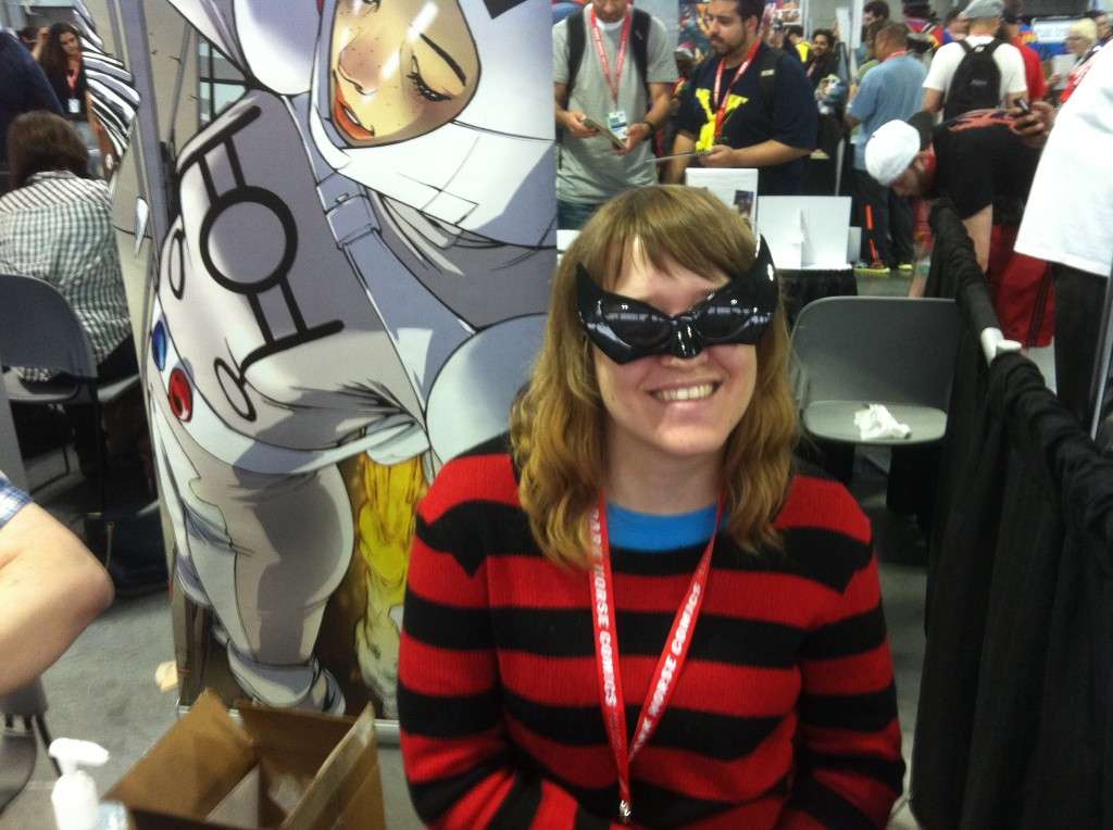 Artist Amy Reeder and her cool shades.