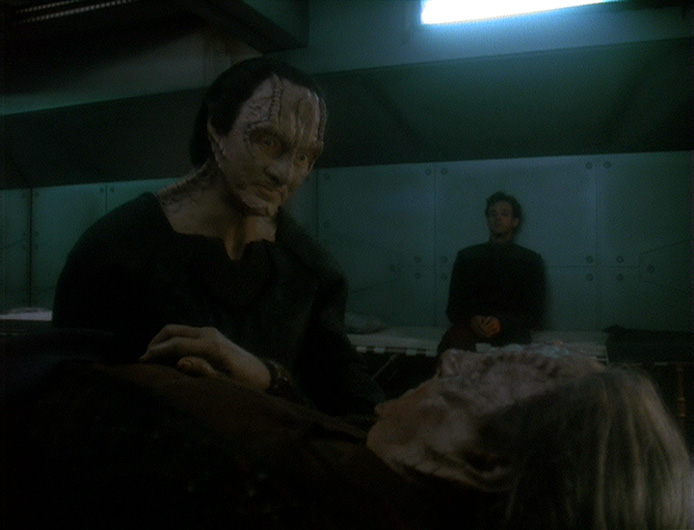 Garak comforts Tain in his dying moments.
